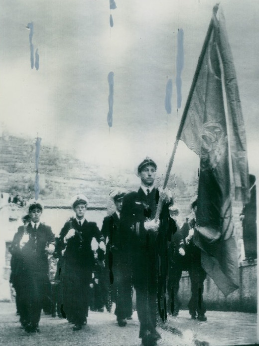 croppedswedish-cadets-march-in-front-of-scala-1950-copy