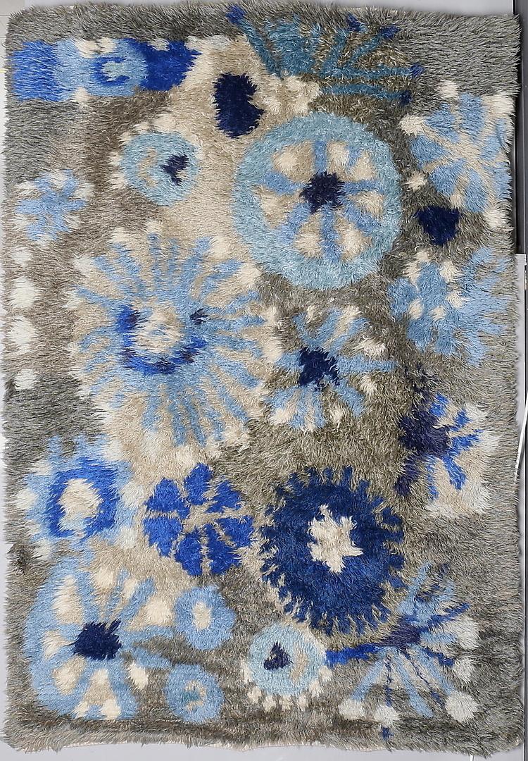 """8g,MARGARETA GRANDIN-NETTLES. Tillskriven. MATTA, Rya, Gävleborgs läns hemslöjd, """"Blå Flora"""", 145 x 212 cm, 6-18-17 1960 Gastriklands Auktionkammare"""