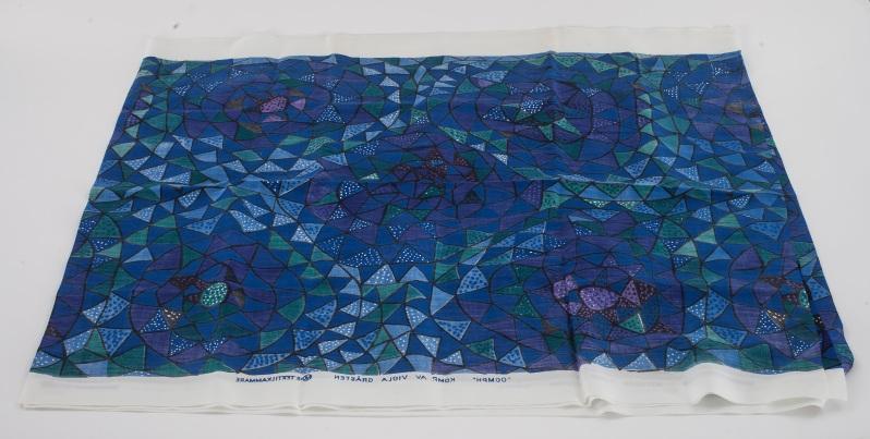 5. Viola Grasten length of Oomph fabric Bukowskis 10-7-14