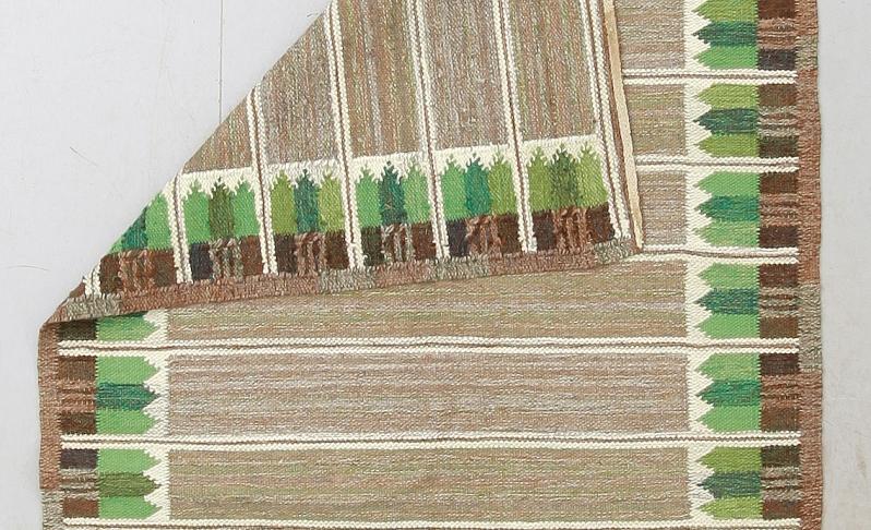 reverse green rug