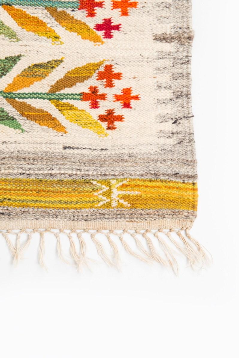 11a. Wanda Krakow signature on polish rug