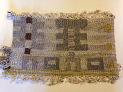 52-51 Ingrid Peterson, weaving proof for flat-weave rug (röllakan), variant Gray Beard (Gråskägg), Kristianstad läns hemslöjd, ca 1948-9, unsized. Kristianstad läns hemslöjdsförening identifying number KLH. D3:306. Please observe terms of photo use.