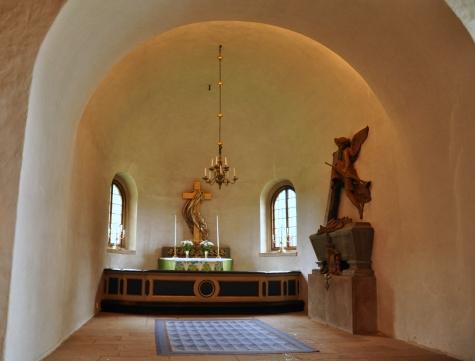 8. Byarums kyrka by Barbro Thorne rug by Ingrid HJelmvik