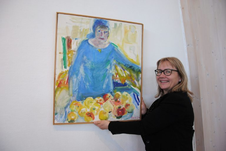 10.Mia Goran with 1970s selfportrait of her mother from Svenska Dagbladet