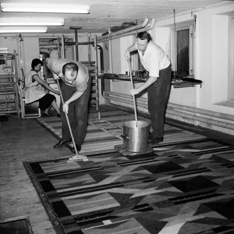 18. 1950s Bengt Jonsson and Gösta Lundblad sizing rug