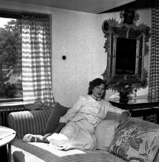 37 AO photo ca 1940s Stig Rehn vor Västergötlands mus1M16-A165001_6227