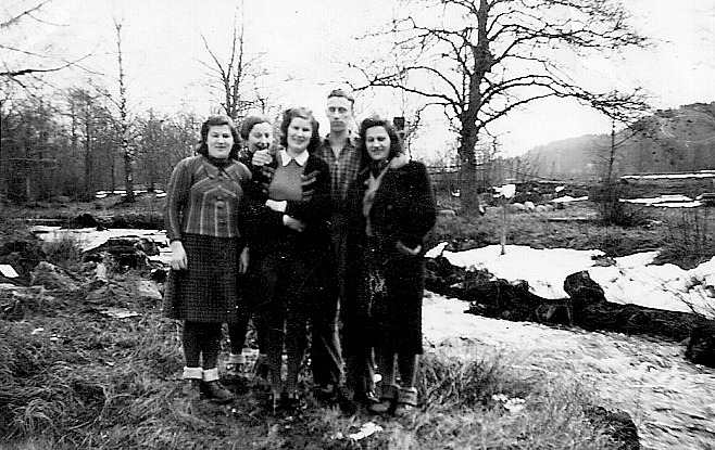 4. 1940 young workers sourct Helena Bromér daughter Iris Olsson at right Ljungsetc
