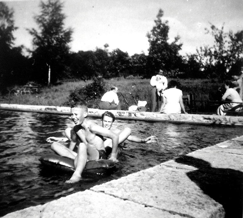 58 Peter Nassén f1949 ca 1950 cousin 15 years to left TreB swimming pool