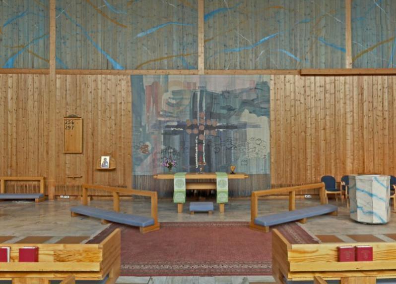 37 Ålidhemskyrka in Umea AL Kruse 1973 altar tapestry From svenskakyrkan website
