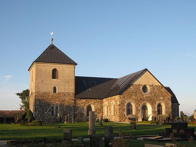 11 Jorchr via Wikimedia640px-Östraby_kyrka_2